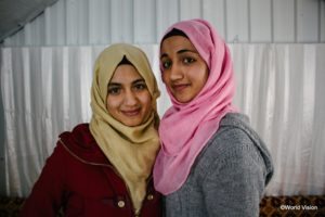 ギナちゃん16歳とヌールちゃん14歳の姉妹