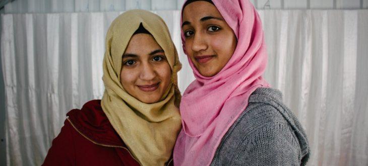 【第三回で使用】ギナちゃん16歳とヌールちゃん14歳の姉妹